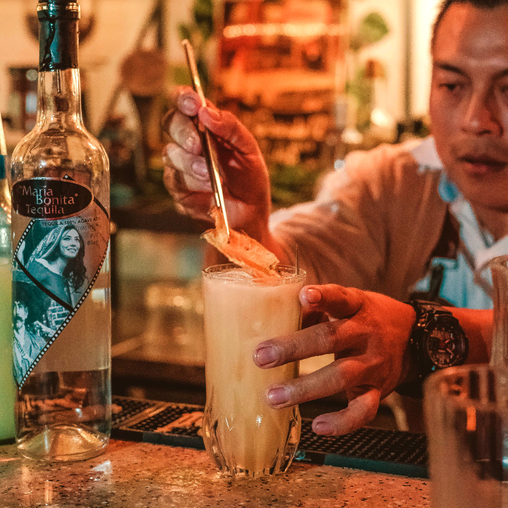 1921_tequila_slide2_revolucionarios_mixology_challenge-2019-coktail_with_pineapple